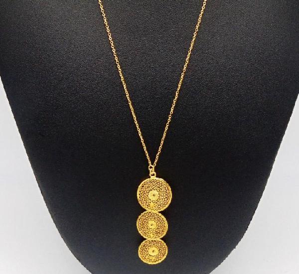 Elegante collar compuesto por colgante de 3 circulos en