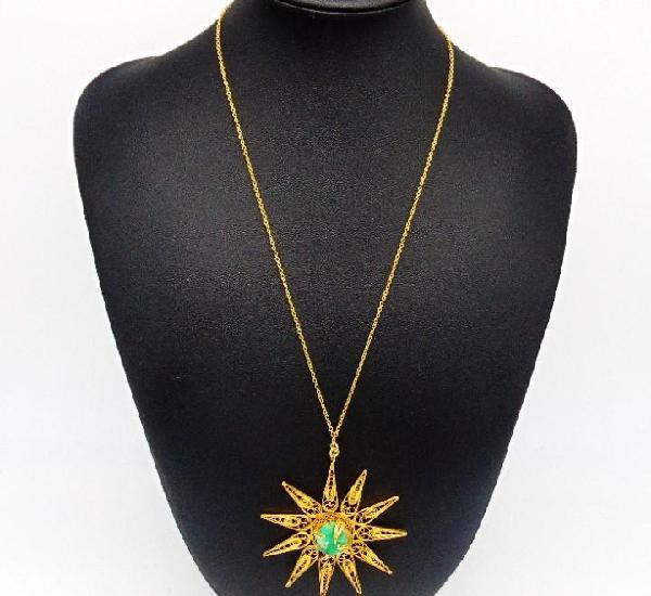 Espectacular collar compuesto por cadena y colgante en