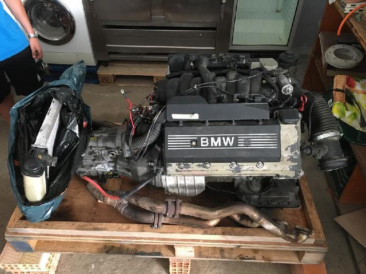 Motor bmw e30 v8