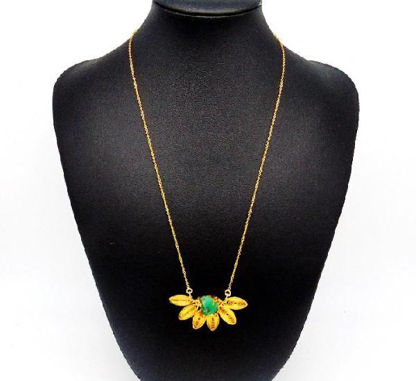 Original collar compuesto por colgante en filigrana con