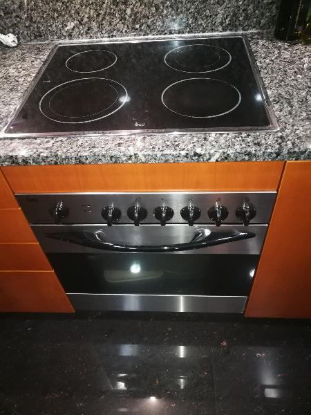 Se vende conjunto de horno y placa vitrocerámica.