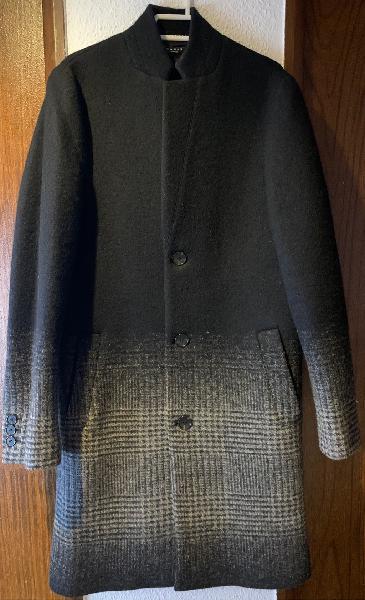 Abrigo de lana color negro