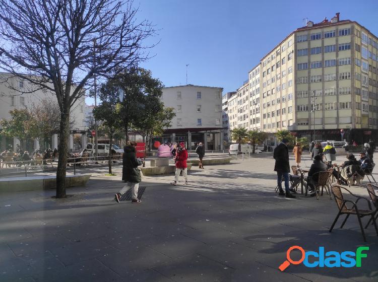 Plaza de garaje en plaza roja