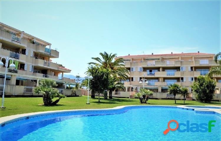 Apartamento planta baja con terraza de 75m2 y 400 metros de la playa.