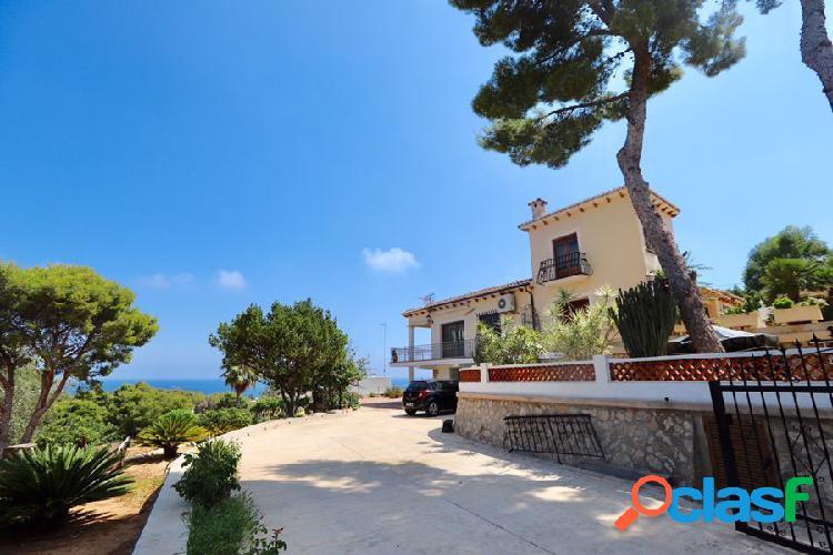 Chalet estilo mediterráneo con preciosas vistas al mar