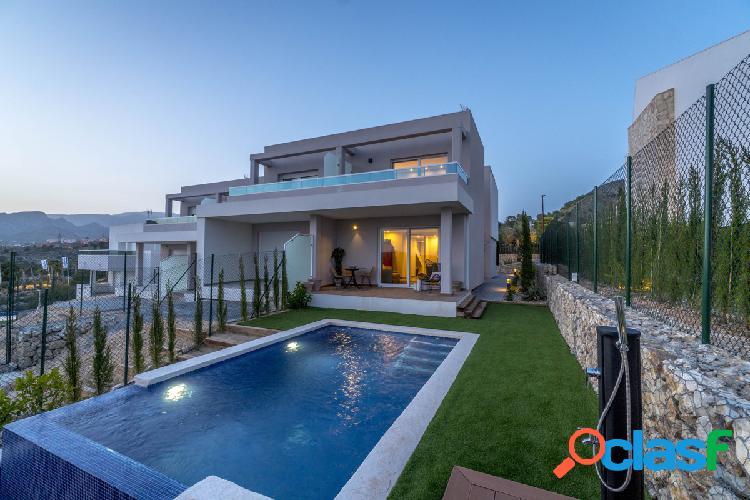 Villa adosada de nueva construccion amueblada con vistas al mar en balcon de finestrat