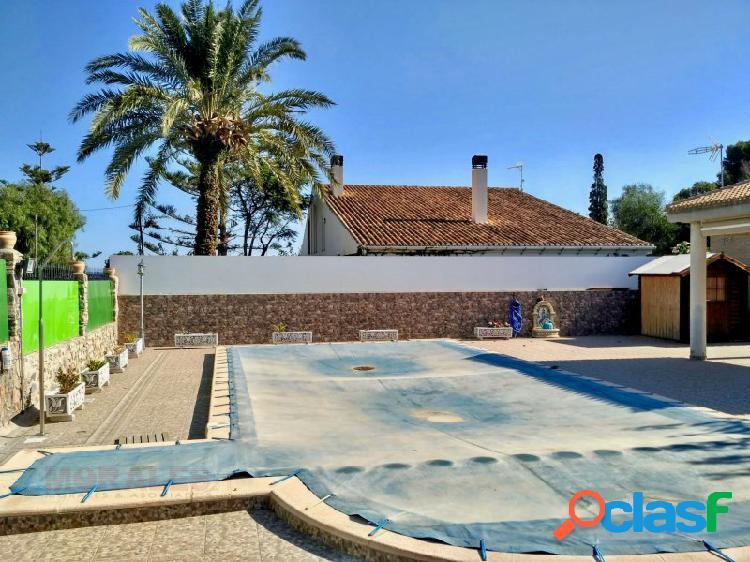 Parcela de 1100 metros con apratemento y piscina a 100m de la playa ref. 1062