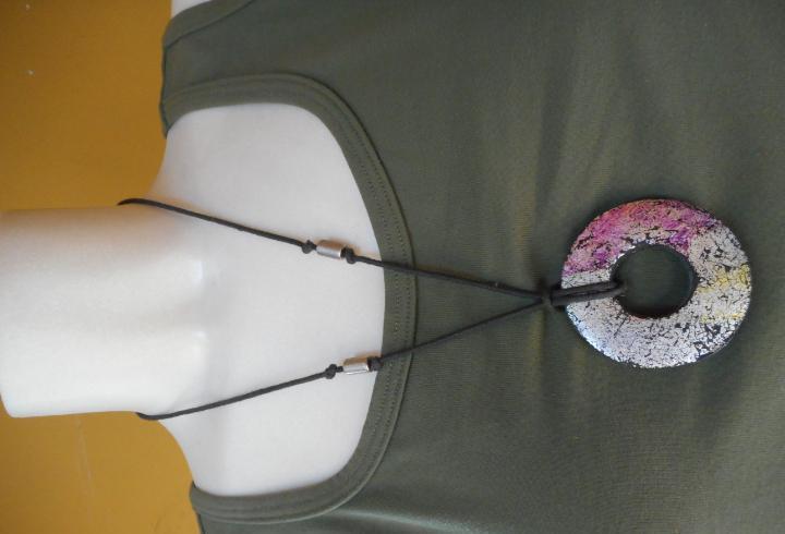 Bonito collar de mujer. largo 30 cm.