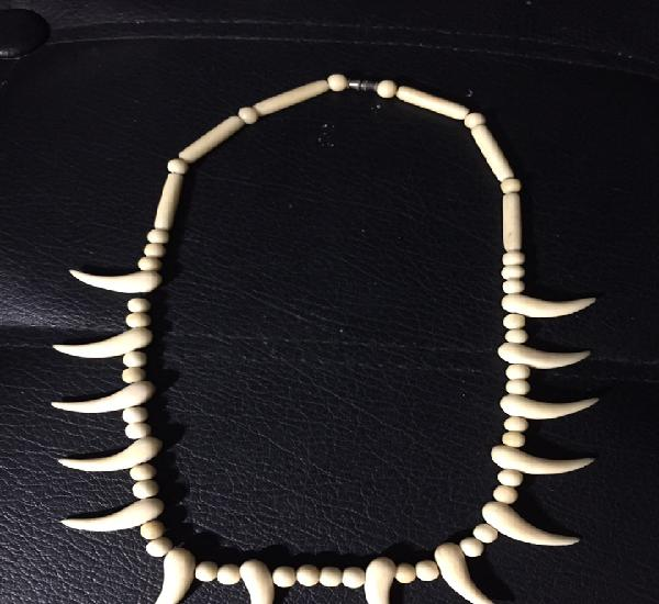 Collar/ colgante. tallado en hueso autentico. original
