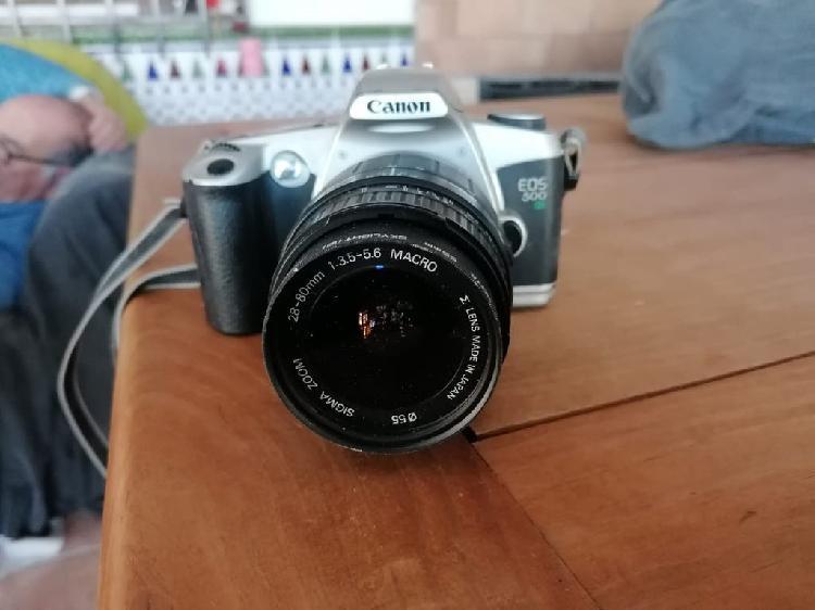 Particular vende cámara de fotos canon eos 500n