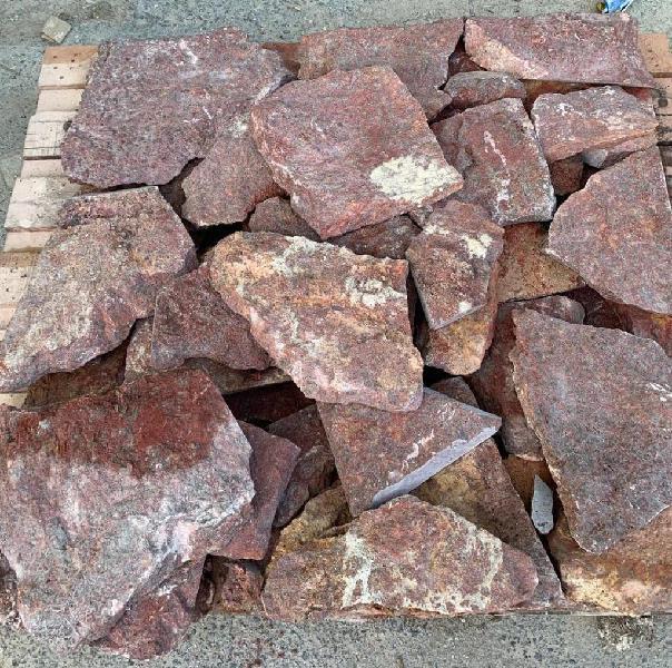 Piedra irregular de rojo