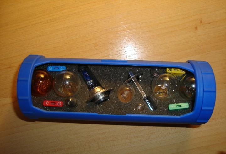 Caja de bombillas y fusibles volkswagen en su caja original