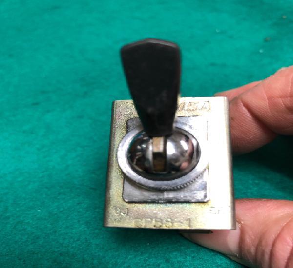 Interruptor luz tablero y de luces femsa cpb8-1 (mg