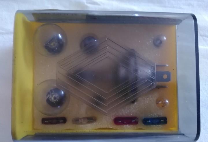 Renault caja de bombillas de repuesto coche