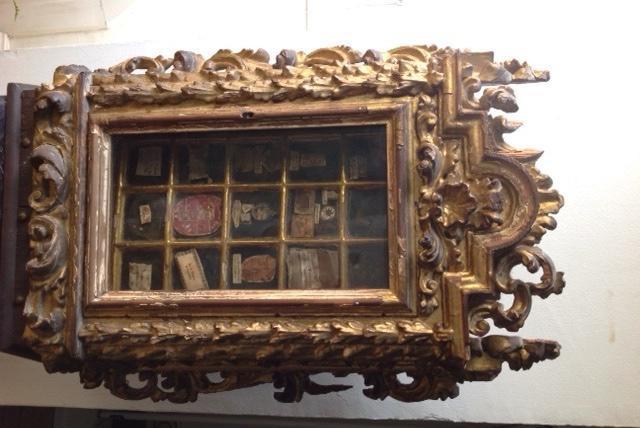 Curioso mueble relicario del siglo xvii con firma autógrafa
