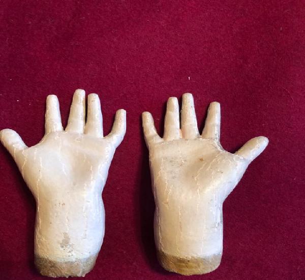 Manos de virgen (piedad?). madera.