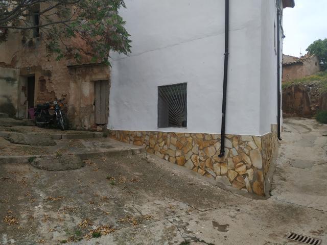 Casa de pueblomuy vien situada zona traquila