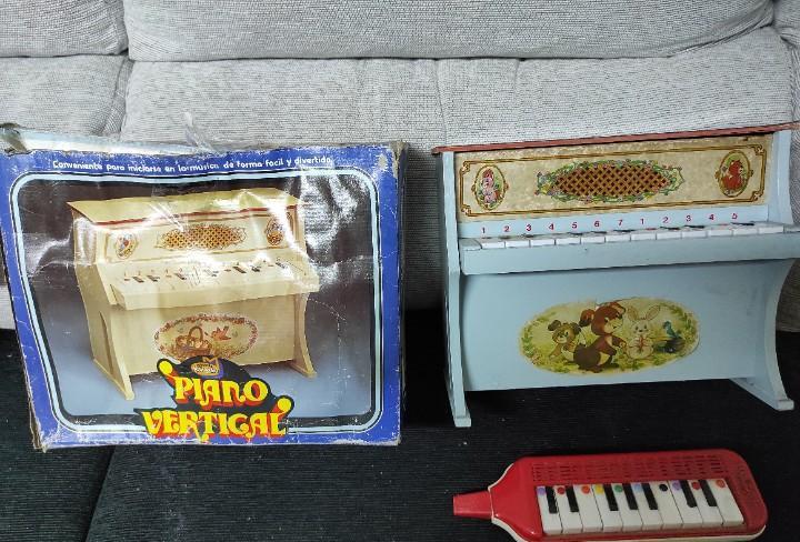 Juguete antiguo piano vertical mediterráneo y guerrini