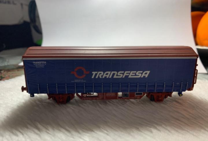 Vagon de tren transfesa de electrotren h0. tiene pico roto.