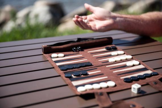Sondergut roll-up travel backgammon juego (mocha)