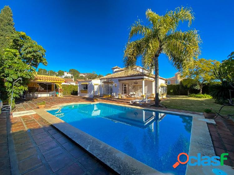 Villa estilo mediterráneo en esquina!
