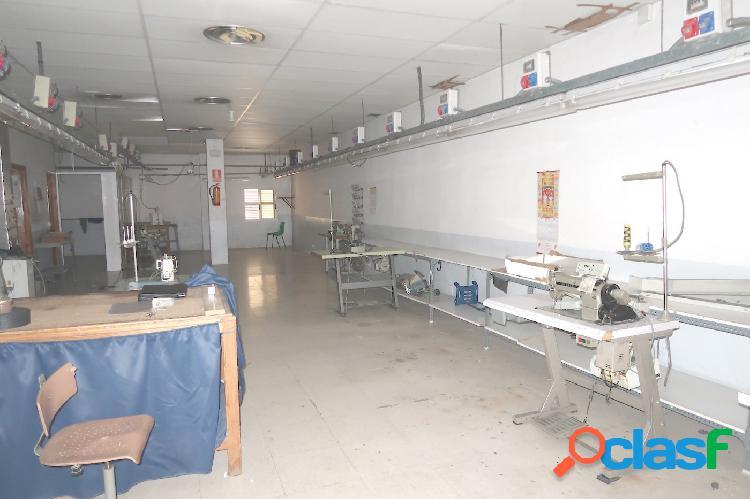 LOCAL COMERCIAL de 117 m2 diáfano, en zona ARRABAL - PARQUE TIO JORGE 2