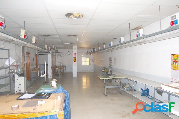 LOCAL COMERCIAL de 117 m2 diáfano, en zona ARRABAL - PARQUE TIO JORGE 3