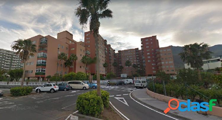 Punta larga. piso 3 habitaciones una en suite, 2 baños en urbanización cerrada calidad.