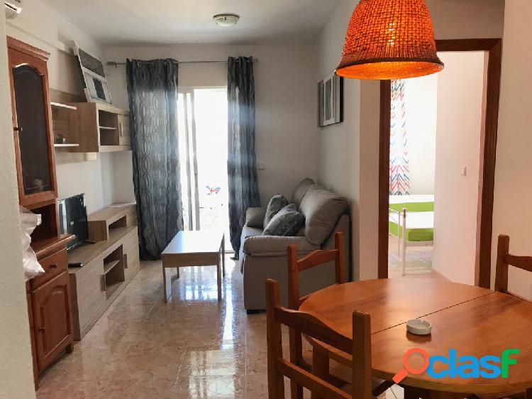 Apartamento con licencia turística y piscina comunitaria, torrevieja
