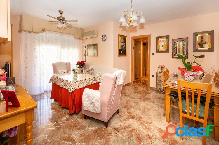 Piso de cuatro dormitorios, en la Chana, urbanización las Perlas. 2