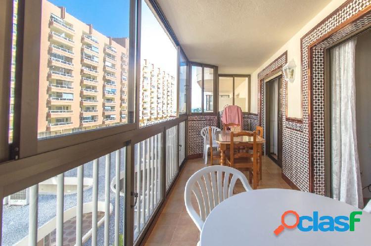 Amplio apartamento totalmente reformado y situado a menos de 100 metros de la playa