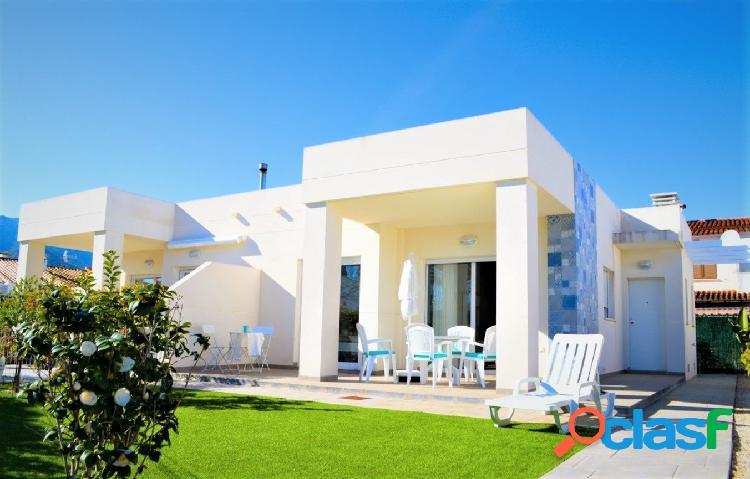 Casa semi adosada con estilo moderno en venta en els poblets, en urbanización con pocos vecinos y pi