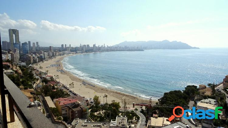 Soleado apartamento con vistas espectaculares al mar y playa poniente