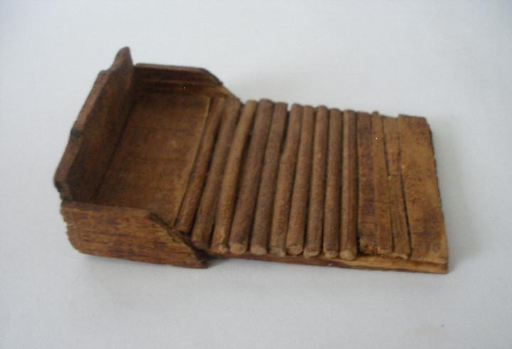 Antigua tabla de lavar en madera miniatura casa de muñecas