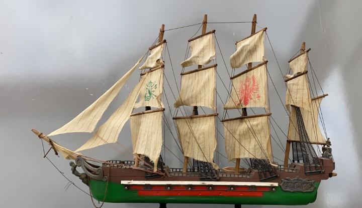 Barco galeon antiguo cañonero 72 cms. largo x 52 alto x 18