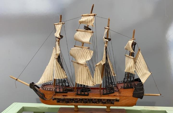 Barco galeon antiguo cañonero 84 cms. largo x 70 alto x 20
