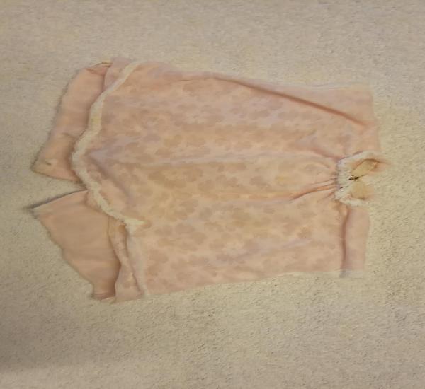 Bonita blusa para muñeca. rosa. medidas 15*15 cm.