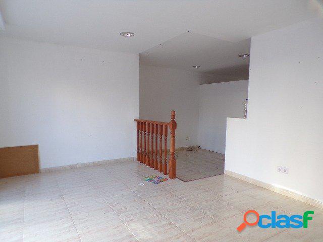 Amplio local comercial con terraza 40 m2 en zona Levante. 2