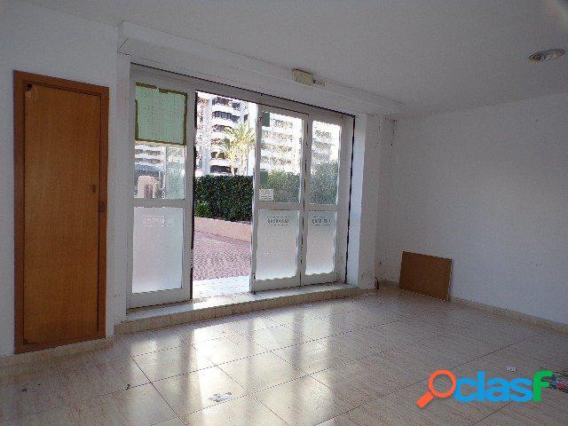 Amplio local comercial con terraza 40 m2 en zona Levante. 3