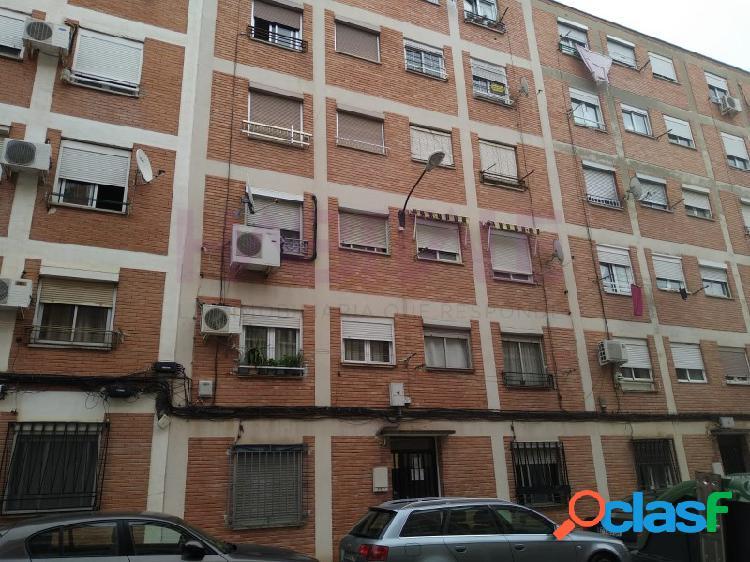 Barrio oliver, calle copérnico. vivienda de 2 dormitorios.