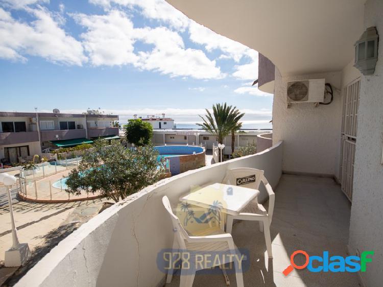 Apartamento de dos dormitorios con vistas al mar en alquiler a larga temporada en un tranquilo complejo de san agustín.