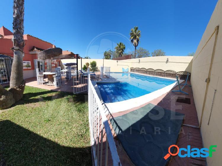 Chalet independiente piscina privada!!!
