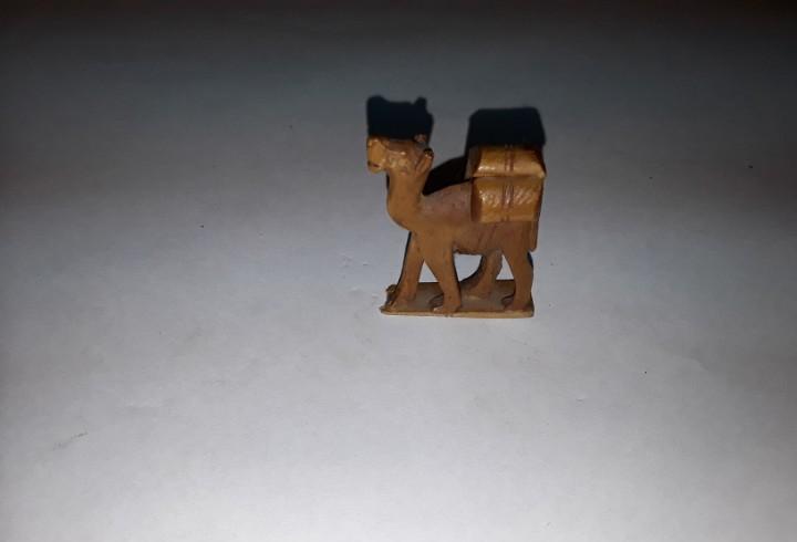 Figura camello madera