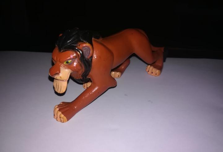 Walt disney figura de pvc scar villano el rey leon simba