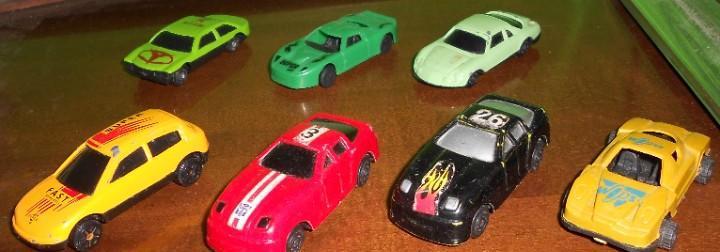 Lote 7 coches - 4 de carrera y 3 coches. tengo mas juguetes