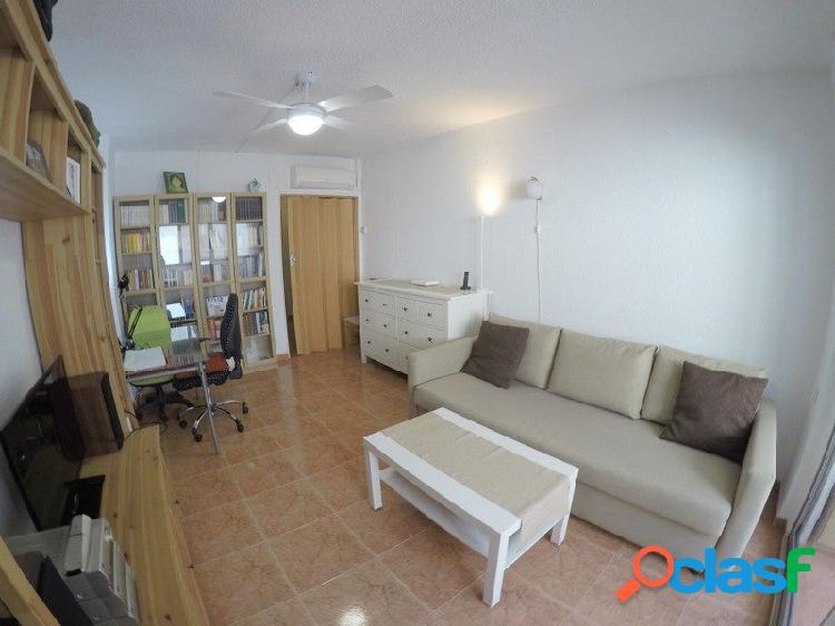 Venta de piso listo para entrar a vivir con 1 dormitorio y 1 baño completo. Santos Justo y Pastor. 1
