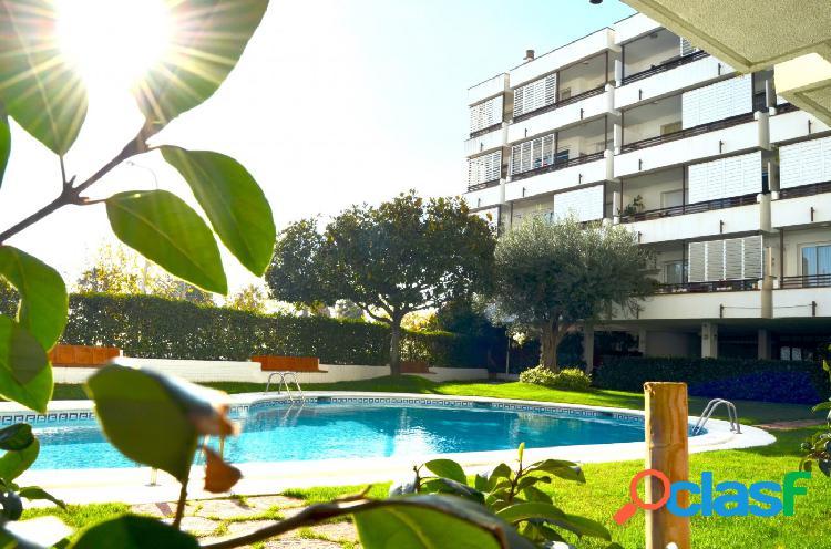 PRIMERA LINEA DE MAR. piso en venta en Canet de Mar., 137 m2 construidos, 4 habitaciones, 2 baños 1
