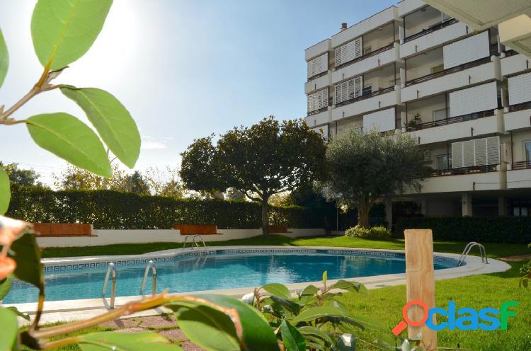 PRIMERA LINEA DE MAR. piso en venta en Canet de Mar., 137 m2 construidos, 4 habitaciones, 2 baños 2