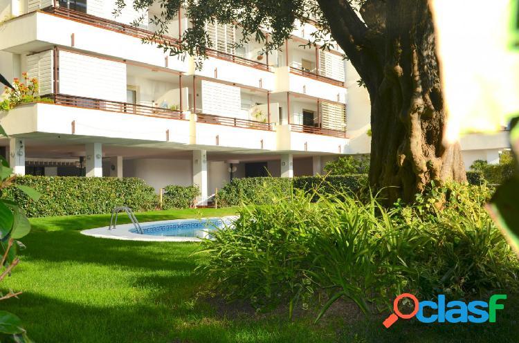 PRIMERA LINEA DE MAR. piso en venta en Canet de Mar., 137 m2 construidos, 4 habitaciones, 2 baños 3