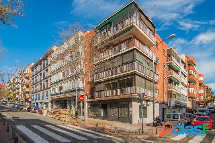 Local en venta en el barrio de quintana, distrito ciudad lineal, madrid.